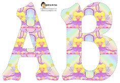 Alfabeto con hada rubia y vestido lila.