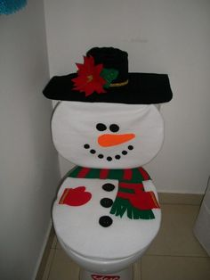 how to make super easy christmas decorations on a budget - snowmen doors 1342 Christmas Decorating Trending Now - Home Decoration amazing christmas apartment decorating ideas page decor is often overlooked in regards to holidays Diy Craft Projects, Diy And Crafts, Paper Crafts, Christmas Bathroom Sets, Christmas Decorations, Christmas Ornaments, Holiday Decor, Bathroom Crafts, Christmas Love