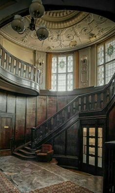 Stunning but waiting for restoration Abandoned Castles, Abandoned Mansions, Abandoned Places, Old Buildings, Abandoned Buildings, Beautiful Architecture, Architecture Design, Future House, My House