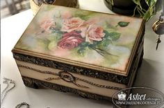 galeria decoupage - Buscar con Google Decoupage Glass, Decoupage Art, Decoupage Vintage, Decor Crafts, Diy And Crafts, Altered Cigar Boxes, Tea Box, Modern Wallpaper, Painted Boxes