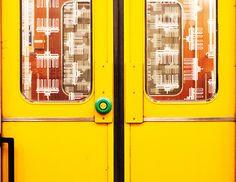 Mein Thema war Tür, hier ein U Bahn Tür in Berlin.