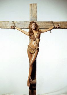 Controversial image of Raquel Welch was shot by Terry O'Neill for the cover of Esquire magazine to publicize the actress's role in One Million Years BC In fact, it was not published for. Terry O Neill, Raquel Welch, John Wayne, George Harrison, Religion, Fantastic Voyage, Hammer Films, Hammer Movie, Cinema