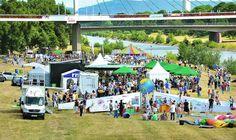 Am Ufer unterhalb des Collini-Stegs herrschte beim gestrigen Aktionstag 'Lebendiger Neckar' rege Betriebsamkeit (l.). Mit dem eigens für die...