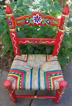Small chair sevillian style Whimsical Painted Furniture, Hand Painted Furniture, Mexican Crafts, Mexican Art, Furniture Makeover, Furniture Decor, Mexican Colors, Mexican Furniture, Mexican Designs