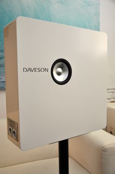 Daveson Labirinto on-wall transmission line speakers