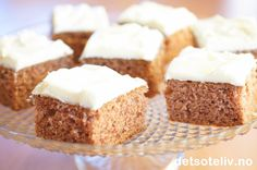 Krydderkake med ostekrem Translated: Spice cake with cheese cream Cake Recipes, Vegan Recipes, Dessert Recipes, Desserts, Norwegian Food, Norwegian Recipes, Spice Cake, Pavlova, No Bake Cake