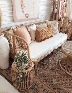Design Inspo Boho Chic Wohnzimmer, Korbsessel A Natural Approach To Managing Acne Almost everyone ha Decor Room, Living Room Decor, Bedroom Decor, Day Bed Living Room, Design Bedroom, Dining Room, Living Area, Bedroom Ideas, Barn Living