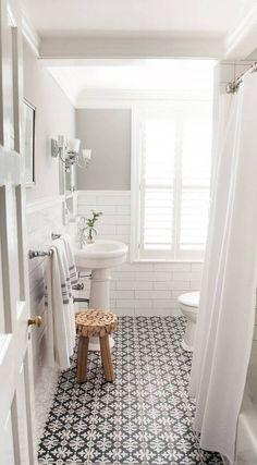 Such a simple and clean white and black bathroom design. - M Loves M Such a simple and clean white and black bathroom design. - M Loves M Bad Inspiration, Bathroom Inspiration, Interior Inspiration, Ideas Baños, Tile Ideas, Decor Ideas, 2017 Ideas, Grey Bathrooms, Bathroom Small