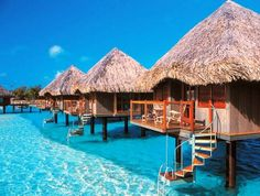 Hawaï , Tahiti , Barbados... Ergens op een bounty eiland met witte stranden en blauwe zee....