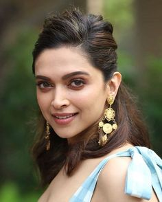 Deepika Padukone's Latest Looks for 'Chhapaak' Promotions Deepika Padukone Makeup, Deepika Ranveer, Shraddha Kapoor, Aishwarya Rai, Ranbir Kapoor, Shahrukh Khan, Priyanka Chopra, Beautiful Bollywood Actress, Most Beautiful Indian Actress