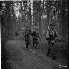 Vetäytyviä joukkoja Aunuksessa 25.6.1944. German Army, Cold War, World War Two, Bradley Mountain, Ww2, Winter, Germany, Military, History