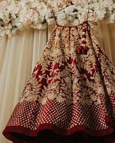 Make yourself fit for wedding parties Eye Makeup k beauty eye makeup Wedding Lehenga Designs, Designer Bridal Lehenga, Indian Bridal Lehenga, Indian Bridal Outfits, Indian Bridal Fashion, Indian Bridal Wear, Indian Designer Outfits, Indian Dresses, Red Lehenga