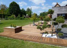 Ipe composite wooden terrace with ipe planters and granite slabs, to provide your backyard an unique and pure air. Brick Patios, Backyard Design, Garden Deco, Cheap Backyard, Wooden Terrace, Deck Designs Backyard, Garden Design