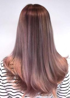Thinking of switching over balayage hair colors? Learn what a balayage is, how to get balayage highlights, and find chic balayage hair ideas! Lavender Highlights, Brown Hair With Highlights, Hair Color Highlights, Hair Color Dark, Balayage Highlights, Hair Color Balayage, Blonde Balayage, Peach Hair, Lavender Hair