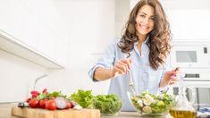 Ako správne chudnúť? Oplatí sa škrtnúť cukry? Odpovie odborník na výživu Protein Packed Breakfast, Vegetable Salad, Vegetable Stock, Protein Supplements, Whittling, Cottage Cheese, Want To Lose Weight, Balanced Diet, Best Diets