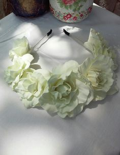 #Веночек для волос. Ободок с цветами для волос. Украшения для волос. Свадебный венок. Веночек с белыми розами. Foamiran flowers. White roses. #Wedding flower crown. Floral crown. #Flower crown. Bridal flowers crown