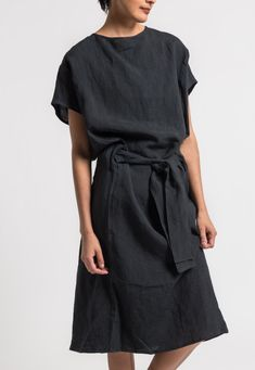 Toogood Ramie/Linen Cheesemonger Dress in Soot Black Simple Dresses, Casual Dresses, Casual Outfits, Look Fashion, Womens Fashion, Fashion Design, Moda Plus Size, Linen Dresses, Wrap Dresses