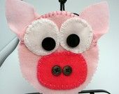 DIY Pig Pin Holder / pig PURSE kit -  howto instructions sewing needle pin case felt buttons needles learn box gift special present animal