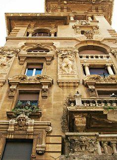 VanS3n+|+Coppede,+Rome-+11+March+2012+-+0007.jpg 700×956 pixels