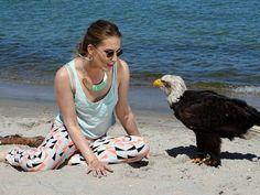 Die Erlebniswelt Fotografie Zingst – eine willkommene Weiterbildung | Weißkopfseeadler und Model am Strand von Zingst (c) Frank Koebsch (2)