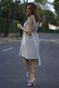 Fashion and Style Blog / Blog de moda . Post : Let's start the day / Empecemos el día  .More pictures on/ Más fotos en : http://www.ohmylooks.com .Llevo/I wear: Dress / Vestido : Tous ; Belt / Cinturón : Cordón de Seda ; Bag / Bolso : Tous ; Sandals / Sandalias : Pilar Burgos