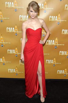 hate taylor swift...but love her dress