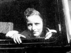 Bonnie Parker Bonnie Parker, Bonnie Clyde, Old Photos, Vintage Photos, Famous Outlaws, Big Ang, Real Gangster, People Of Interest, Women In History