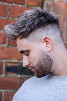 The top short hairstyles for men for the year 2018 are eye-catching and somewhat sophisticated. Today the short mens hairstyles have become particularly. Popular Haircuts, Cool Haircuts, Haircuts For Men, High Skin Fade, Faux Hawk Hairstyles, Cool Hairstyles, Hairstyles Haircuts, Medium Hair Styles, Short Hair Styles