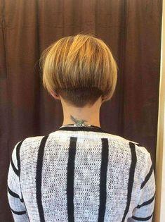 Muss kurze Bob Frisuren im Jahr 2019 zu sehen Trending Hairstyles, Short Bob Hairstyles, Short Bob With Undercut, Stylish Hairstyles, Fashion Hairstyles, Easy Hairstyles, Girl Short Hair, Short Hair Cuts, Super Short Bobs