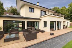 #Sèvres - Brancas. Très belle maison d'architecte datant de 2011 d'environ 500 m² sur un terrain de plus de 1000 m². Equipement domotique très perfectionné. Prestations luxueuses.