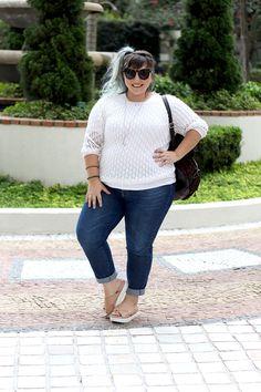 chinelo-de-plataforma-para-pé-gordo-e-calça-jeans-plus-size-ju-romano.jpg (870×1305)