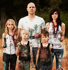 Artistic Family Christmas Card Idea- it's like a modern day American Gothic. Why on God's green earth do I love this?
