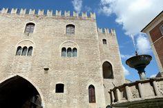 Palazzo Priori e Fontana, Fabriano, Ancona #marche #landscape #italy #italia #mountains #travel #italy #italia #mountain #montagne #apennines #appennini #ancona #fabriano