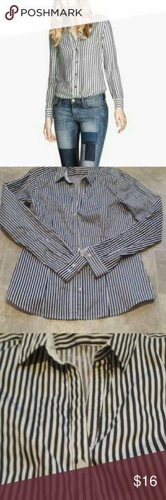 H&M Black & White Button Down Blouse Classic button down blouse. Buttons are white not black Size 10 H&M Tops Button Down Shirts