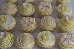 Vintage Peach and White Chocolate Cupcakes