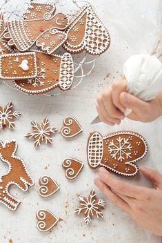 Ska du baka pepparkakor i helgen? Baking gingerbread biscuits this weekend? Christmas Sweets, Christmas Gingerbread, Christmas Cooking, Noel Christmas, Christmas Goodies, Winter Christmas, Christmas Decorations, Christmas Kitchen, Gingerbread Icing