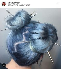 Festival Hair It's Festival Season! We've rounded up an array of hair looks that are perfect for Coachella, Lollapalooza, Bonnaroo and everything in between! Hair Dye Colors, Cool Hair Color, Two Color Hair, Creative Hair Color, Hair Inspo, Hair Inspiration, Character Inspiration, Aesthetic Hair, Aesthetic Style
