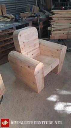 Que pensez-vous de ce siège de Jeremy Ferre? Il suit la conception de fauteuils classiques en cuir ou en tissu, même avec leurs formes courbes, mais est fait avec des planches de palette. Il suffit…