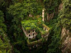 Oude verlaten molen in Sorrento, Italië - Hoe de natuur het wint op de beschaving