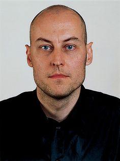 Thomas Ruff «portrait de M. Roeser» 2001
