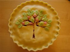Apple Tree Apple Pie: This might be too pretty to eat.  {Note: This web-site is no longer available.....I like the technique and art work of this crust.}