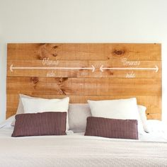 Cabecero My side & Your side - Rue Vintage 74 Diy Bed Headboard, Headboards For Beds, Bed Pillows, Headboard Ideas, Diy Deco Rangement, Awesome Bedrooms, My New Room, Ideal Home, Sweet Home