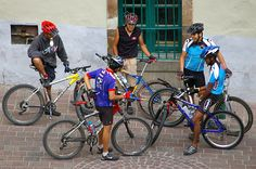 This group of cyclists is in Guanajuato, Mexico. Talk about this photo to help your child learn Spanish. The questions that follow, like all the Learn Spanish with Pictures activities, are ordered to help children master the vocabulary and gain confidence with the language. Start with Describe the photo (1), and be sure to point to the objects in the picture as you talk about them. Use gestures, facial expressions and actions to help your child understand what the words mean. When your…