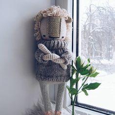131 отметок «Нравится», 6 комментариев — amigurumi ♥ toys (@sasha.koffer) в Instagram: «Говорю ей: свяжи свитер. Связала огромный. Говорит оверсайз, сейчас так модно, ага  .  #crochet…»