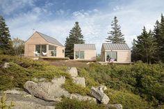 Little House on the Ferry est une maison d'hôte composé de trois cabines reliées par un réseau de terrasses en plein air au milieu du spectacle grandiose du paysage de l'île de Vinalhaven, au large des côtes du Maine. Le projet architectural est...