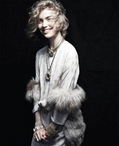 love everything about her look. white. fur. gold jewelry. hair cut. thick eyebrows.