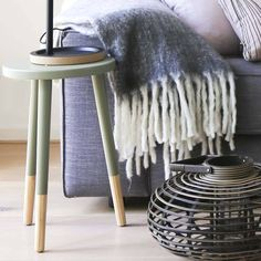 - Hübsch krukje groen -  Dit grijze krukje van Hübsch voegt echt iets toe aan je interieur. Gebruik hem als extra stoel of bijzettafel. Altijd handig zo'n krukje! https://www.bricliving.nl/hubsch-houten-krukje-groen-hubsch.html