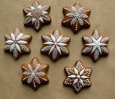 Dekoratívne medovníky - Fotoalbum - Vianočné Galletas Cookies, Cute Cookies, Holiday Cookies, Snowflake Cookies, Christmas Cooking, Christmas Desserts, Christmas Treats, Cookie Icing, Biscuit Cookies