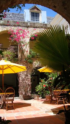 Copper & Lumber Store Inn Courtyard | Antigua - Why have I never been here? Gunna have to change that -__-