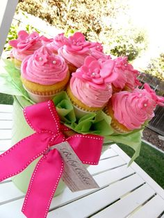 I love these cupcake bouquets!